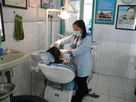 Membersihkan Karang Gigi Puskesmas di puskesmas dokter gigi melayani 15 pasien itu tidak wajar dental id