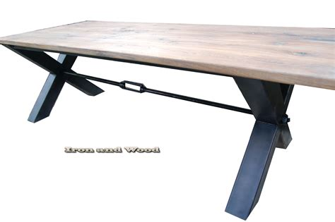 robuuste eettafel met staal robuuste industriele stalen x poot tafel oude eiken