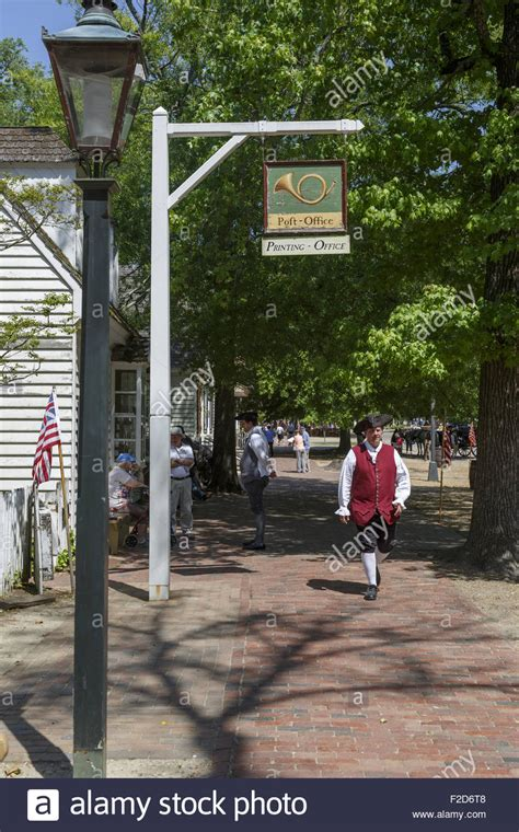 Williamsburg Va Post Office by Actors In Period Clothes Walking Past Post Office Colonial