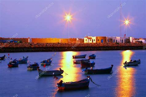 un porto marocco porto di asilah marocco africa foto stock