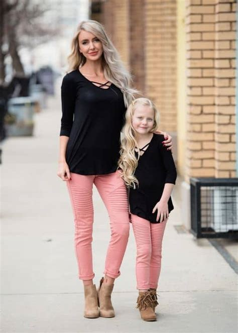 stunning mother  daughter matching outfits
