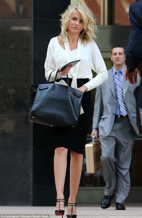 cameron diaz hair cut inthe other woman cameron diaz gets her hair in a tangle as she receives