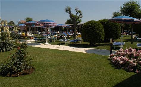 hotel auf rã mit schwimmbad das schwimmbad und der garden