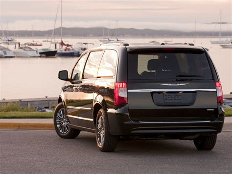 Chrysler Town And Country 2013 by Chrysler Town Country S 2013 Car Wallpapers 02
