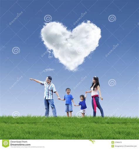 imagenes que representen good morning amor hermoso y familia de la nube en el cielo azul foto de