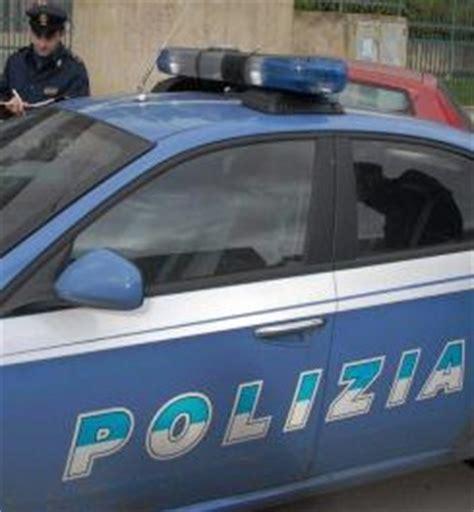 popolare emilia romagna filiali bologna rapinatore entra in trova gli uffici vuoti e se ne