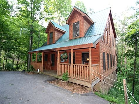 Log Cabins Pigeon Forge Tn by The Looney Bin 2 Bedroom 2 Bathroom Cabin Rental In