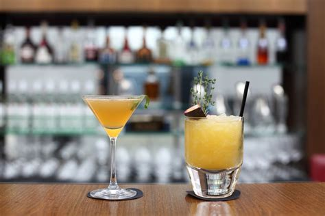 top ten drinks at a bar your guide to the most popular bar drinks