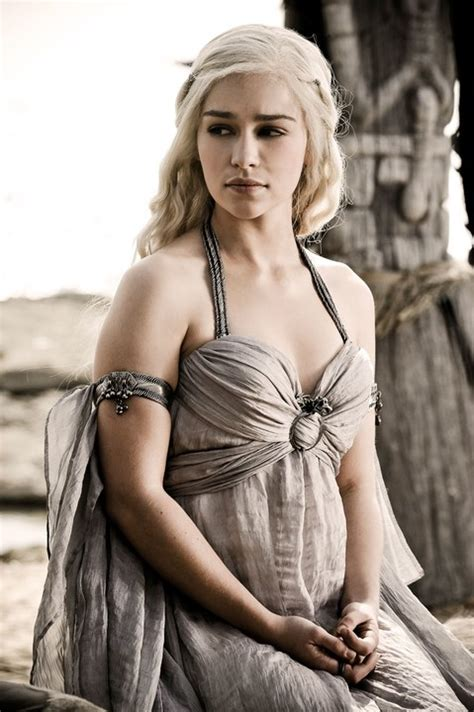 actress game of thrones khaleesi photos game of thrones actress emilia clarke as dany