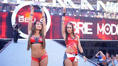 nikki bella best entrance nikki bella entrance with her sister wwe superstars wwe