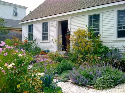 Cottage Landscaping Ideas For Front Yard by 5 Inspiring Ways To Create A Cottage Style Garden Town