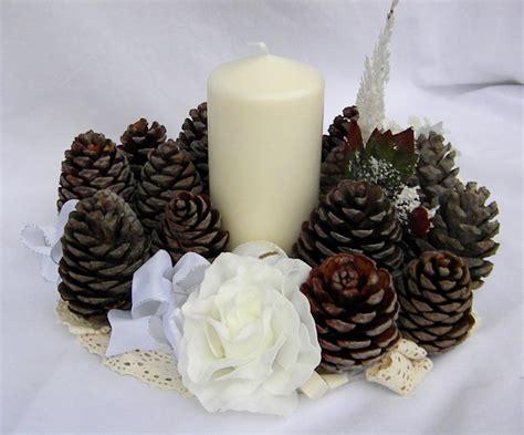 centro tavola candele centro tavola natalizio con candele e pigne le sap 249 tell