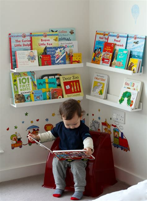 coin lecture chambre girlystan montessori am 233 nagement d un coin lecture dans