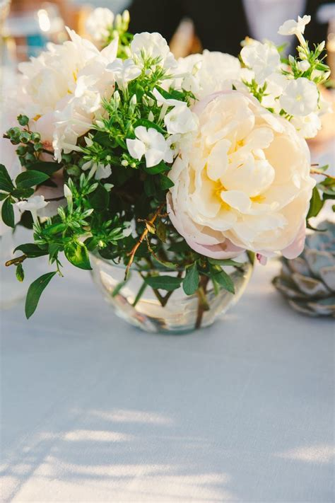 Small Vases For Centerpieces 25 Best Ideas About Small Flower Centerpieces On