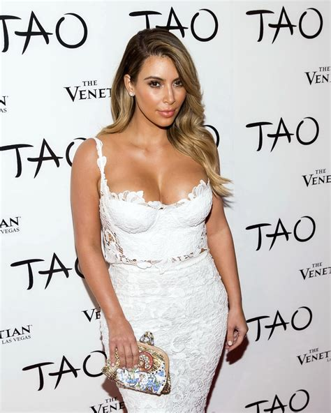 vicid celeb busty kim kardashian showing huge cleavage at tao