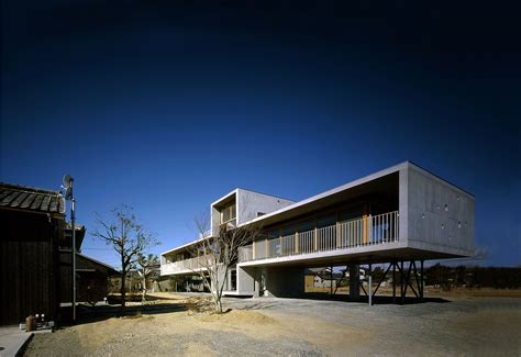 building houses pilotis house furuichi and associates archdaily