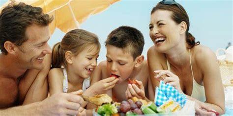 giusta alimentazione in tutti al mare la giusta alimentazione in spiaggia mamme it