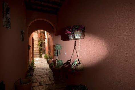 il cortile fiorito cortile foto di il cortile fiorito srl trapani