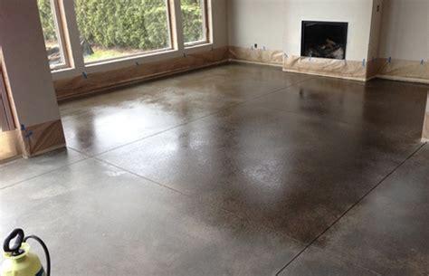 hoe krijg je cement van tegels betonvloer beschermen impregneren coating sealing of olie