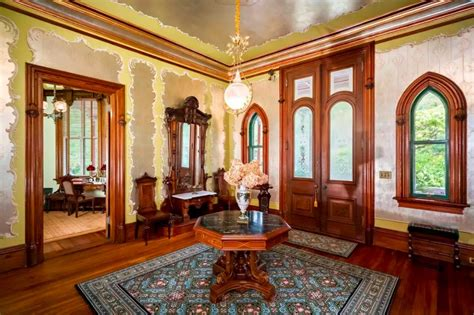 live in an octagon shaped victorian style home in