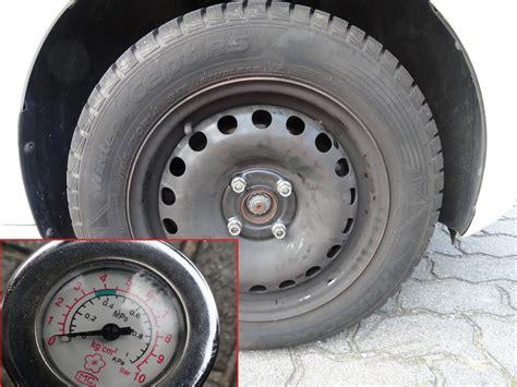 Auto Reifen by Reifendruck Einstellen Luftdruck Autoreifen Pr 252 Fen