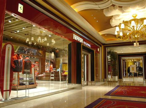 Las Vegas Ferrari Store by Ferrari S Living Large In Las Vegas See Shop Buy