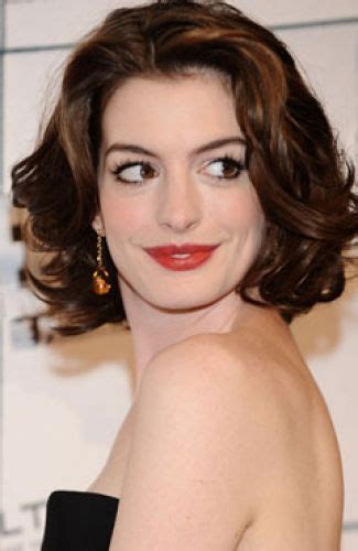 short hair styles for brides over 50 11 anne hathaway short hairstyles pixie cut bob haircut