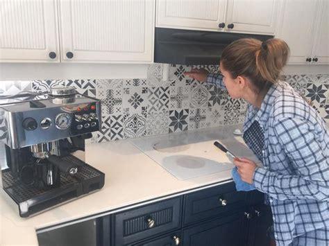 peindre carreaux cuisine id 233 e relooking cuisine peindre carrelage mural avec des