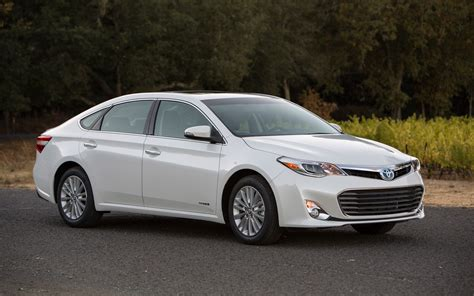 Toyota Avolon 2013 Toyota Avalon Hybrid Xle Front Three Quarter Photo 9