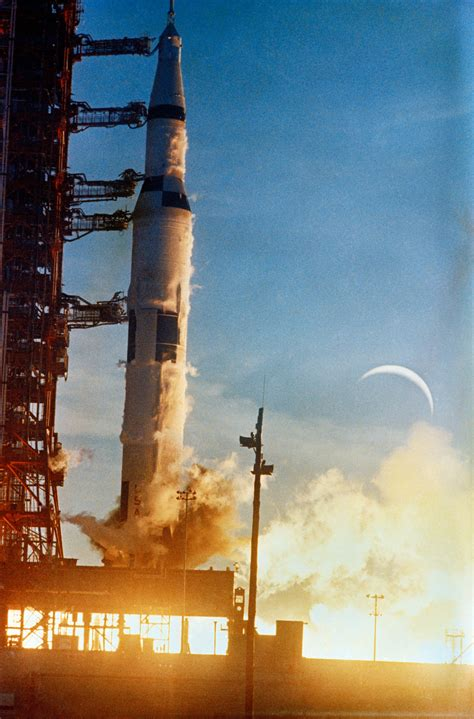 Raket Genesis december 21 1968 apollo 8 launches into orbit