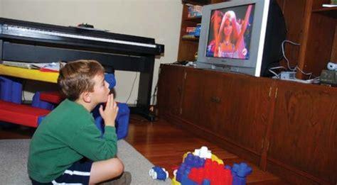 imagenes graciosas viendo television un ni 241 o que este viendo television de imagui
