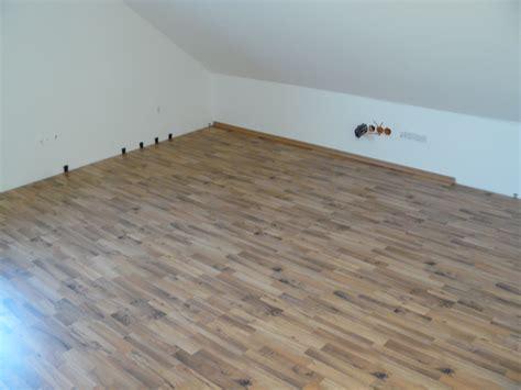 laminat verlegen auf teppich kann ich teppich auf laminat verlegen alte stufen
