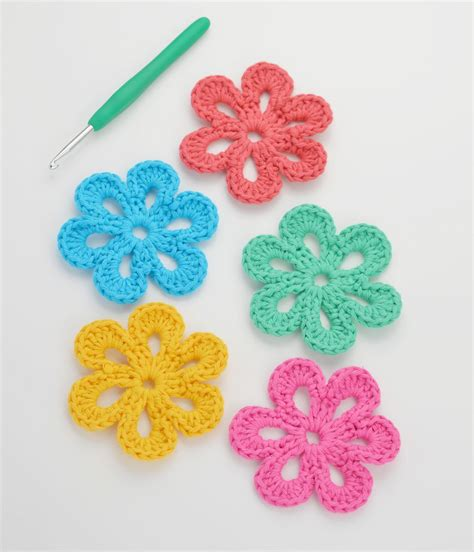 fiori crochet easy free crochet flower pattern