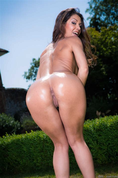 Big Ass Brunette Has Small Tits Photos Samia Duarte