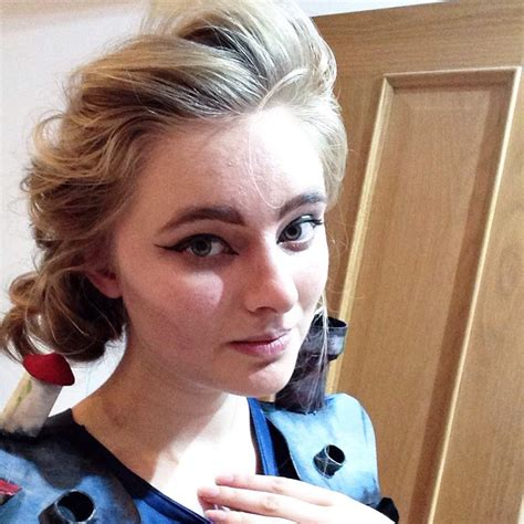 hair and makeup quiz howls moving castle dress cosplay amino