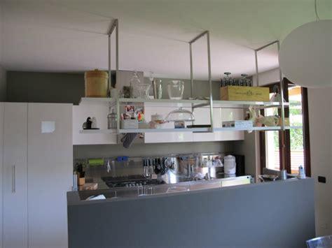 cucina con mensole bonometti cucina a parete con isola e mensole