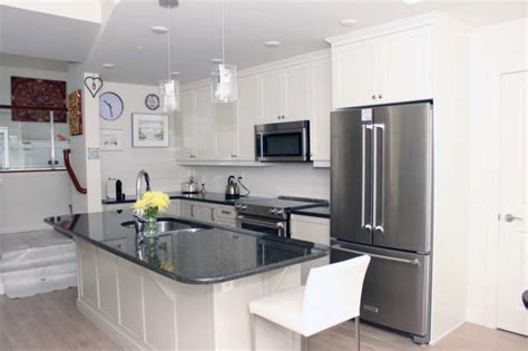 spray paint kitchen cabinets white lowe s kitchen cabinet paint colors look spray paint