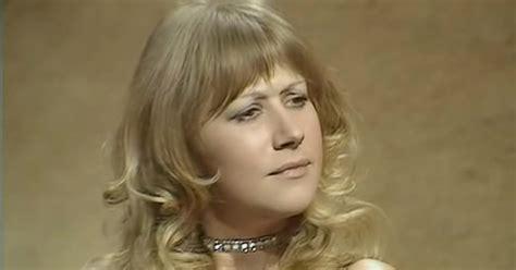 me not di helen grace 7 a helen grace thriller books helen mirren shut a sexist interviewer in 1975 us