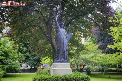 una copia della statua della libert 224 all interno