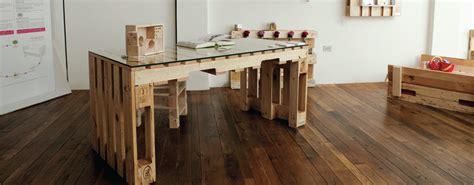 mobili con pedane di legno simple costruire mobili con bancali mobili design riuso