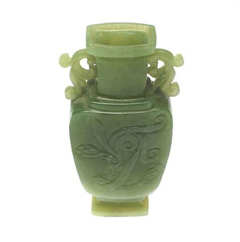 jade vase a green jade vase with foo lid china second half 20th century catawiki
