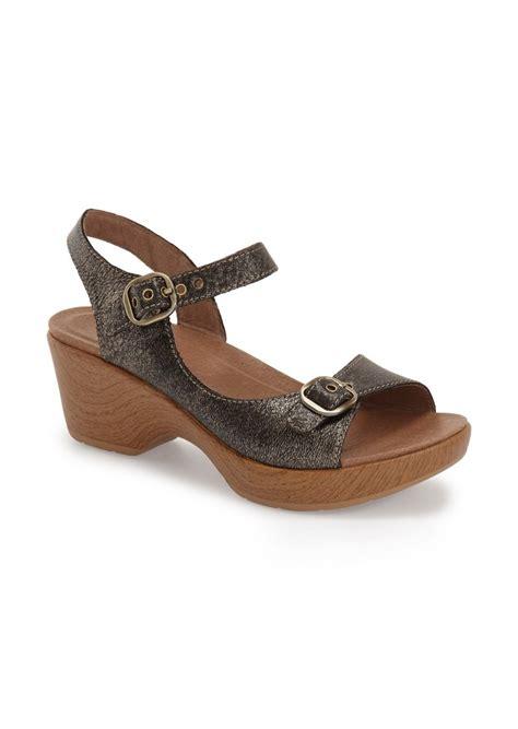 dansko sandal sale dansko dansko joanie sandal shoes shop it to me