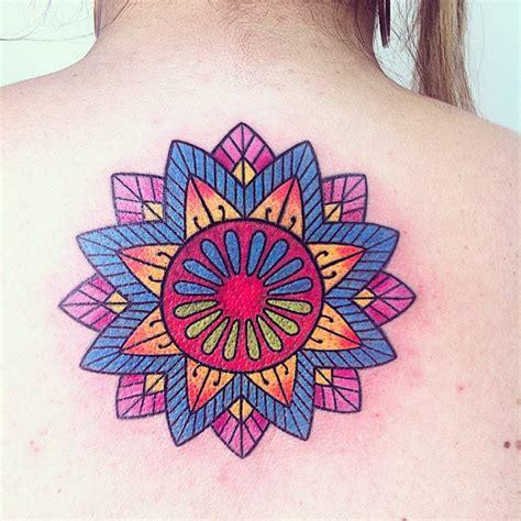 tattoo mandala colorida vlog retocando e colorindo a tattoo entrevista com caio