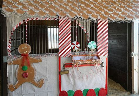 christmas decorating with horses stall decorations so diy