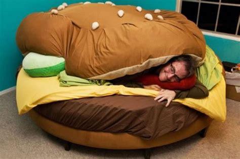 letto hamburger un letto a forma di hamburger dottorgadget