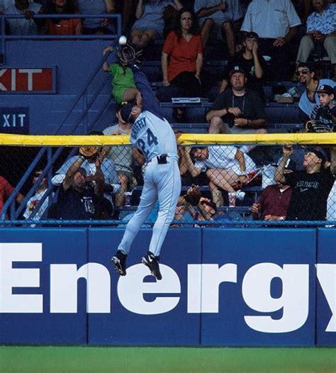 ken griffey jr robs a home run at tiger stadium