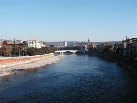fiume bagna verona adige globalgeografia