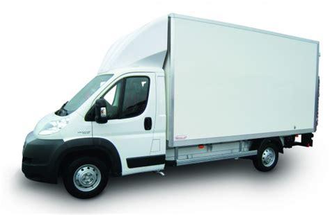 Location d'un grand camion 20 m3 avec hayon sur Blaye BGA Location