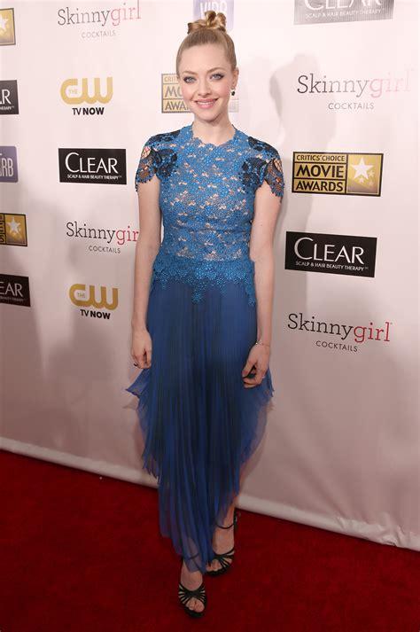 Awards Galas Crowd Pre Globes Weekend by Critics Choice Awards Fug Carpet Amanda Seyfried Go