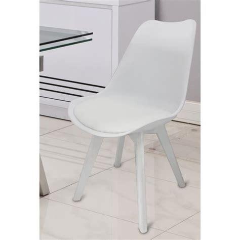 chaise salle a manger blanche chaises blanches salle 224 manger le monde de l 233 a